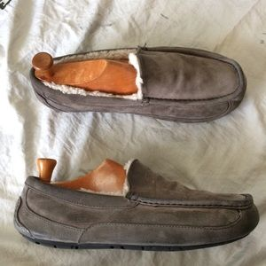 Ugg Slippers 10EEE Men's gray leather W/shearling
